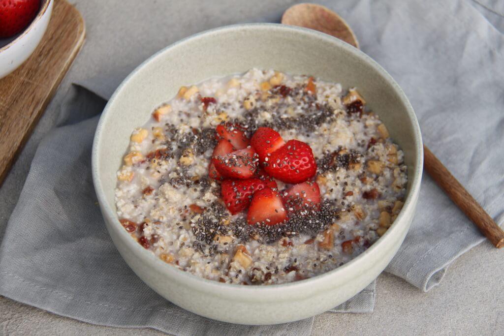 Erdbeer Chia Porridge Mit Gewuerzen